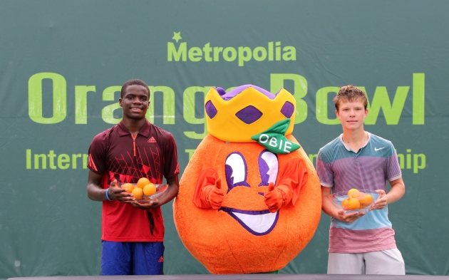 Francis Tiafoe (left) and Stefan Kozlov (right) pose with the Orange Bowl mascot (Photo Credit: Art Seitz)