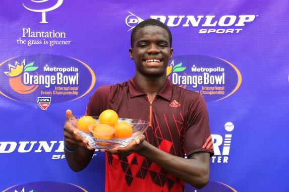 Tiafoe_Francis_Trophy_Orange_Bowl_Art_Seitz